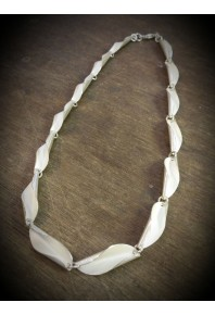Shell Silver Repeat Link Necklace